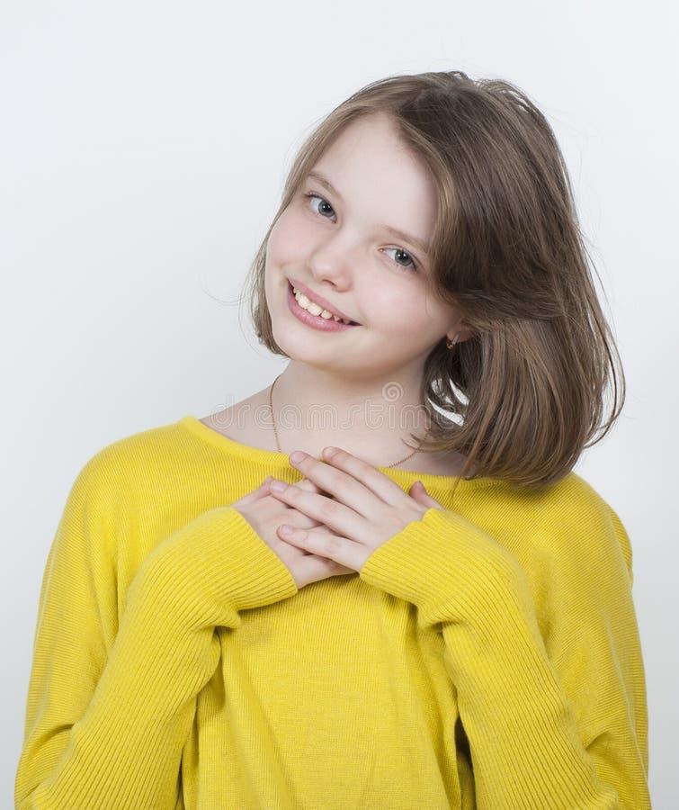 Retrato de uma década bonito da menina fotografia de stock
