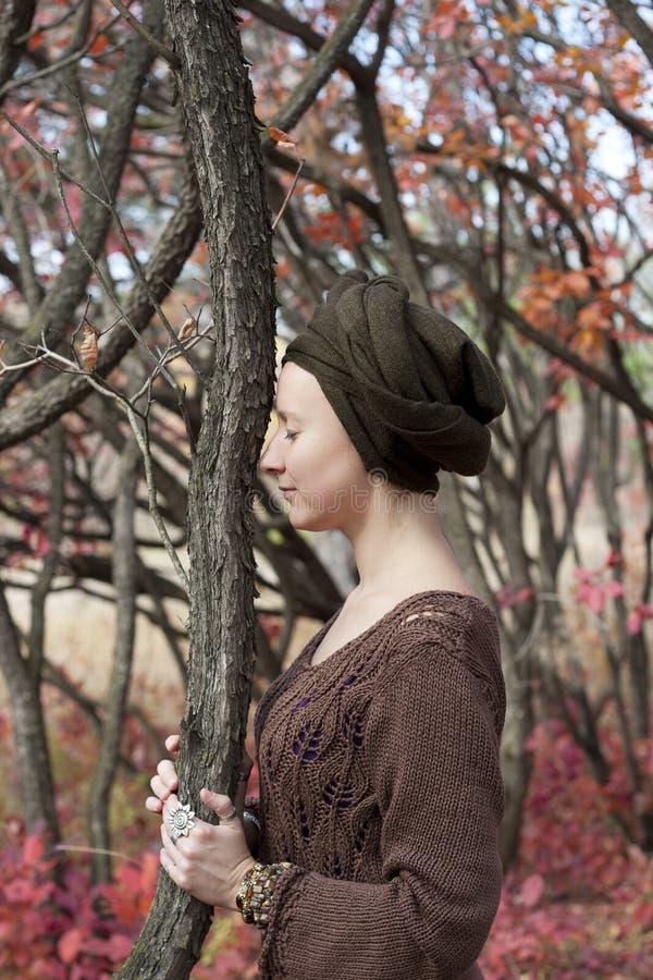 Retrato de uma druida da jovem mulher fotografia de stock