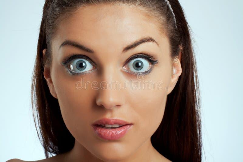 Retrato de uma fêmea espantada fotos de stock royalty free