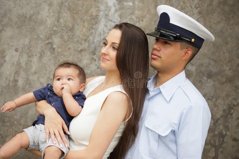 Retrato de uma família militar imagens de stock royalty free