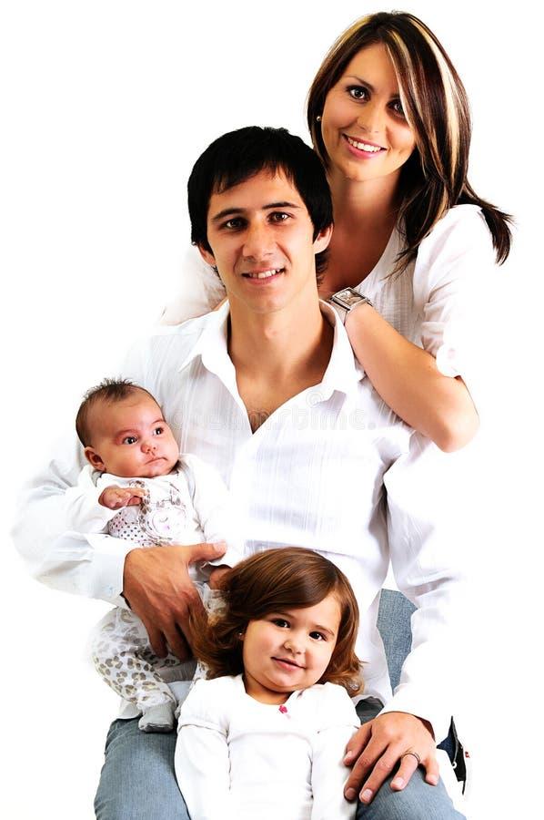 Retrato de uma família nova com suas crianças fotografia de stock royalty free