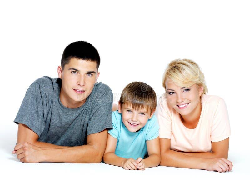Retrato de uma família nova feliz imagens de stock
