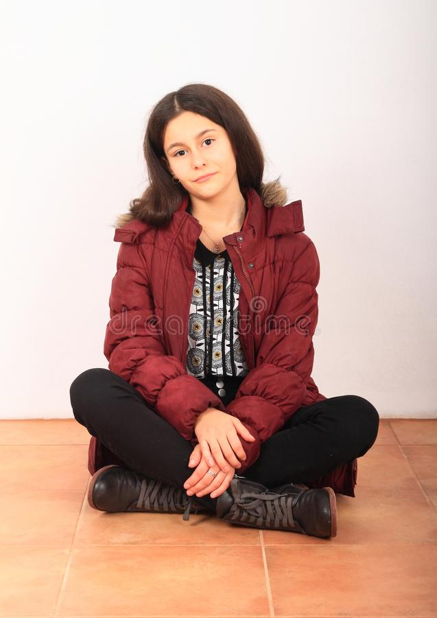 Retrato de uma garota bonita na jaqueta de inverno imagem de stock royalty free