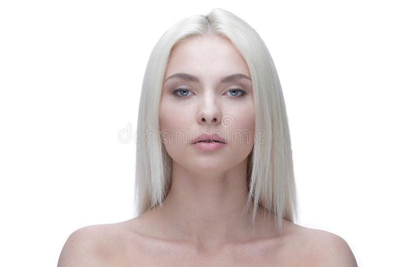 Retrato de uma jovem mulher à moda bonita fotografia de stock royalty free