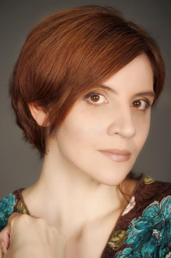 Download Retrato De Uma Jovem Mulher Imagem de Stock - Imagem de saúde, beleza: 26509651