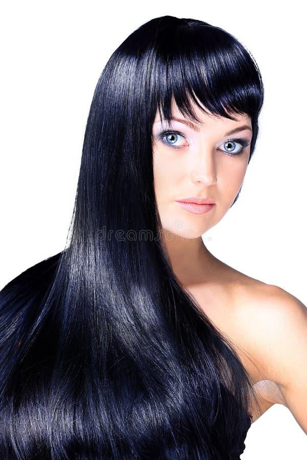 Retrato de uma jovem mulher bonita com cabelo brilhante longo elegante imagens de stock royalty free
