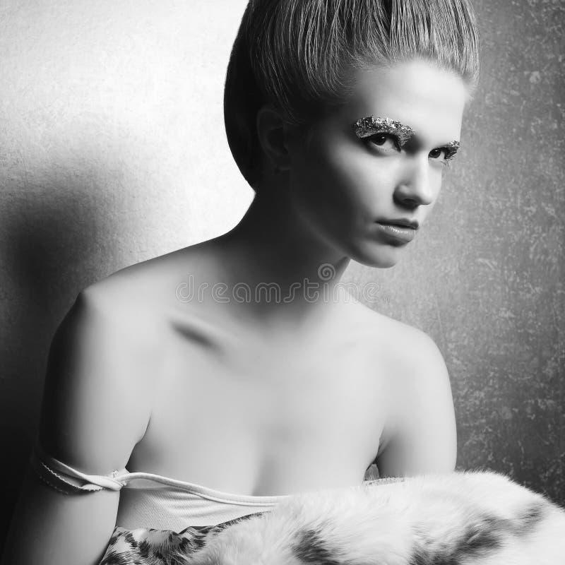 Retrato de uma jovem mulher bonita despida fotos de stock