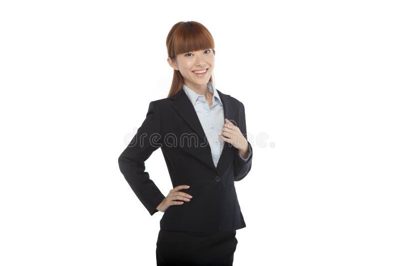 Retrato de uma jovem mulher em um terno de negócio fotos de stock royalty free
