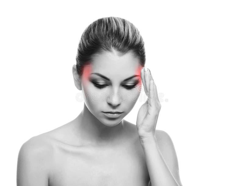 Retrato de uma jovem mulher que sofre de uma dor principal fotografia de stock