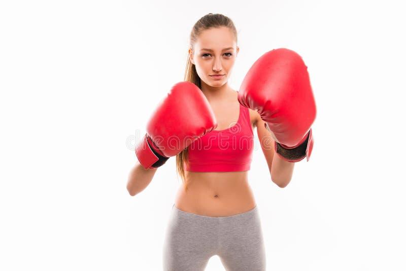 Retrato de uma jovem slim sexy em luvas de boxe imagens de stock
