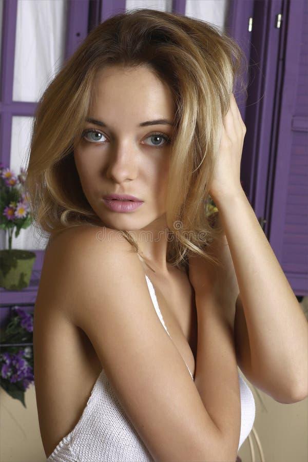 Retrato de uma menina bonita fotos de stock