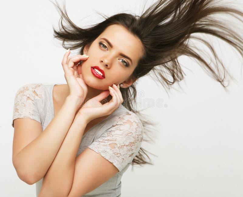 Retrato de uma menina bonita com cabelo de vibração imagem de stock
