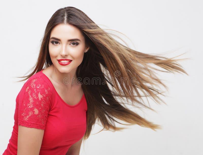Retrato de uma menina bonita com cabelo de vibração fotos de stock