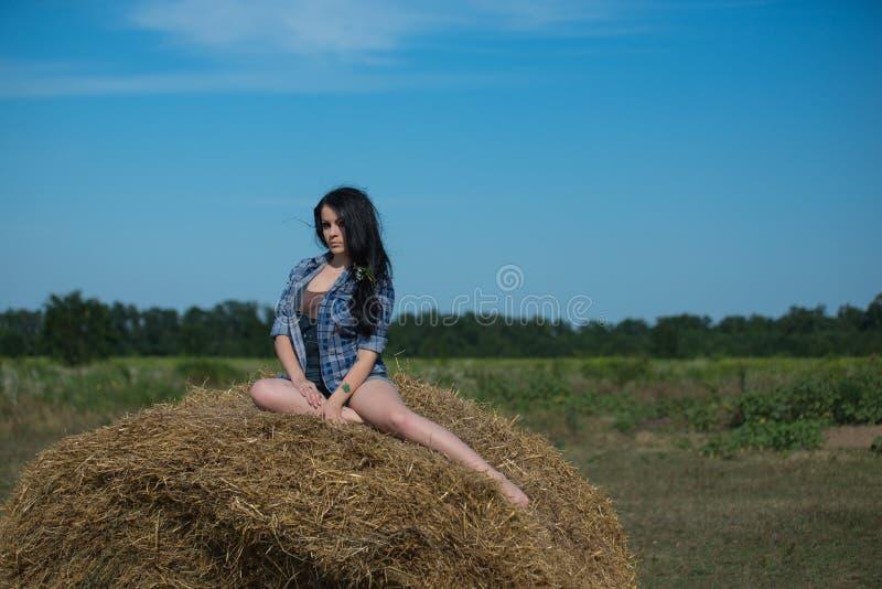 Retrato de uma menina bonita nova fotos de stock royalty free