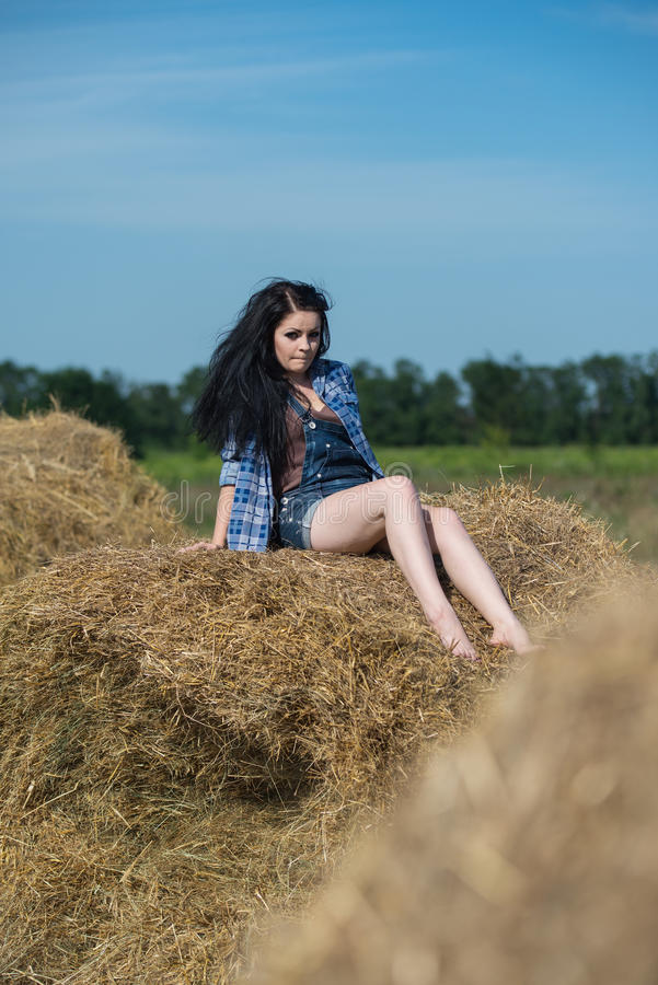 Retrato de uma menina bonita nova imagens de stock
