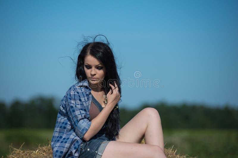 Retrato de uma menina bonita nova imagens de stock royalty free