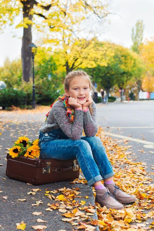Retrato de uma menina bonito foto de stock