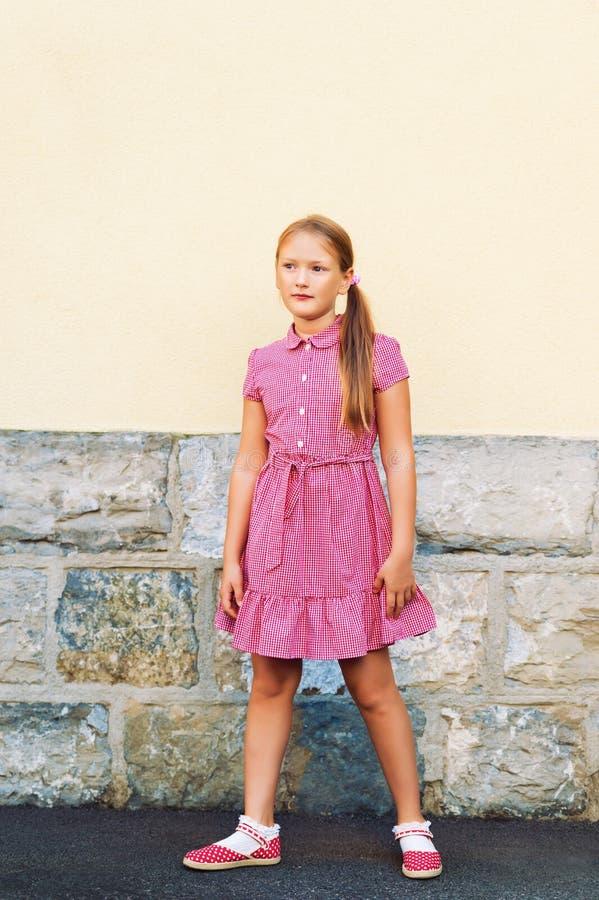 Retrato de uma menina bonito fotografia de stock royalty free