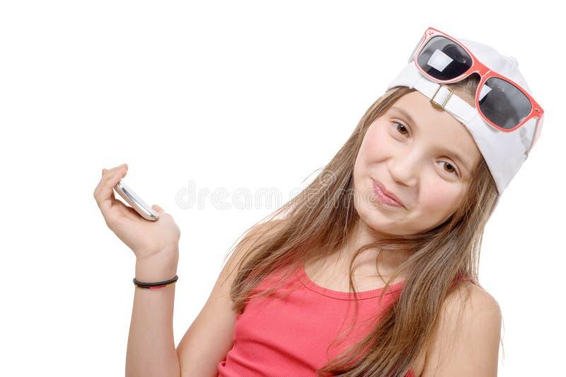 Retrato de uma menina do preteen com um telefone foto de stock royalty free