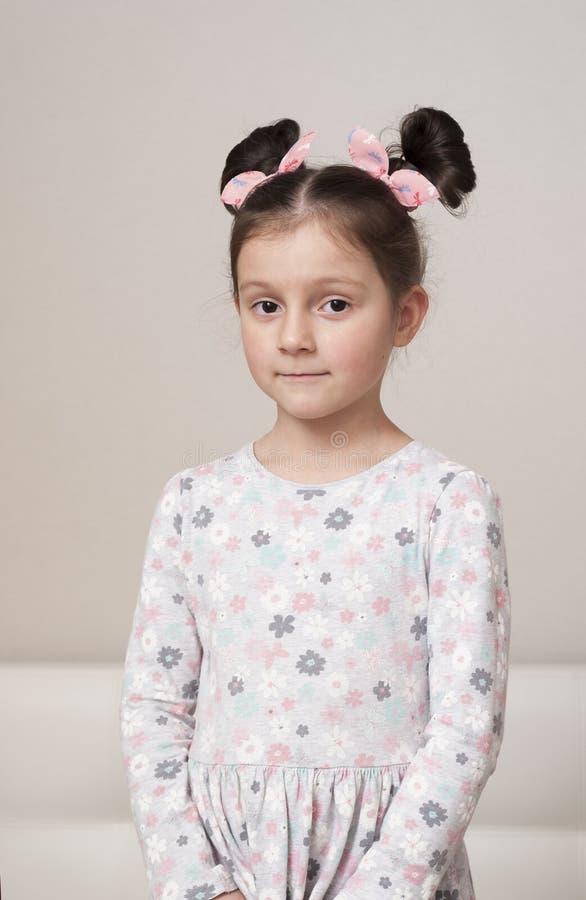 Retrato de uma menina encantador fotos de stock