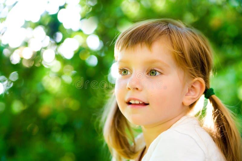 Retrato de uma menina feliz do liitle imagem de stock