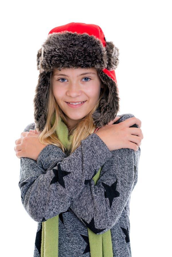 Retrato de uma menina loura agradável com tampão e lenço da pele imagem de stock