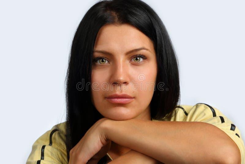 Retrato de uma menina nova, bonita foto de stock