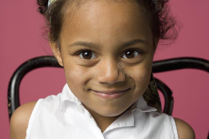 Retrato de uma menina preta nova imagens de stock