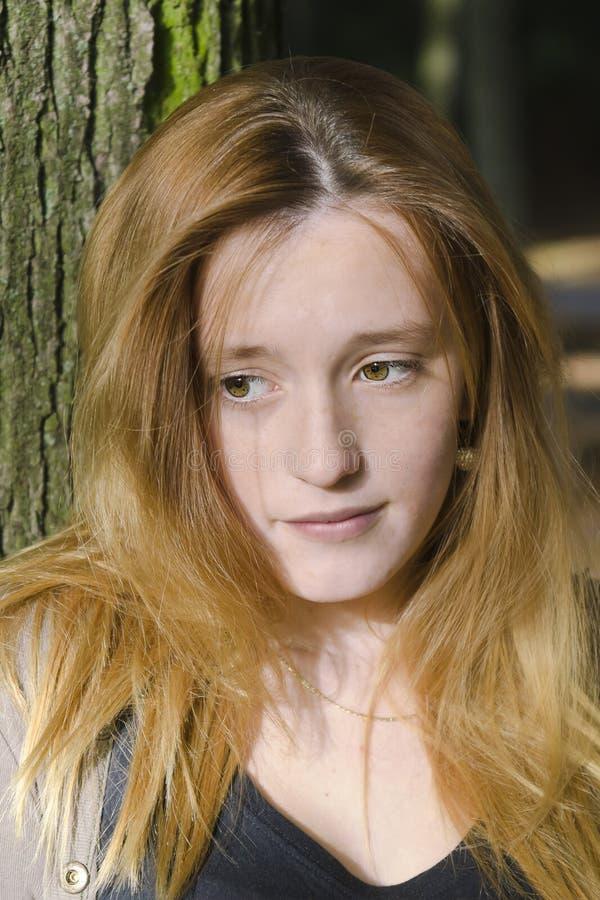 Retrato de uma menina sonhadora imagens de stock royalty free