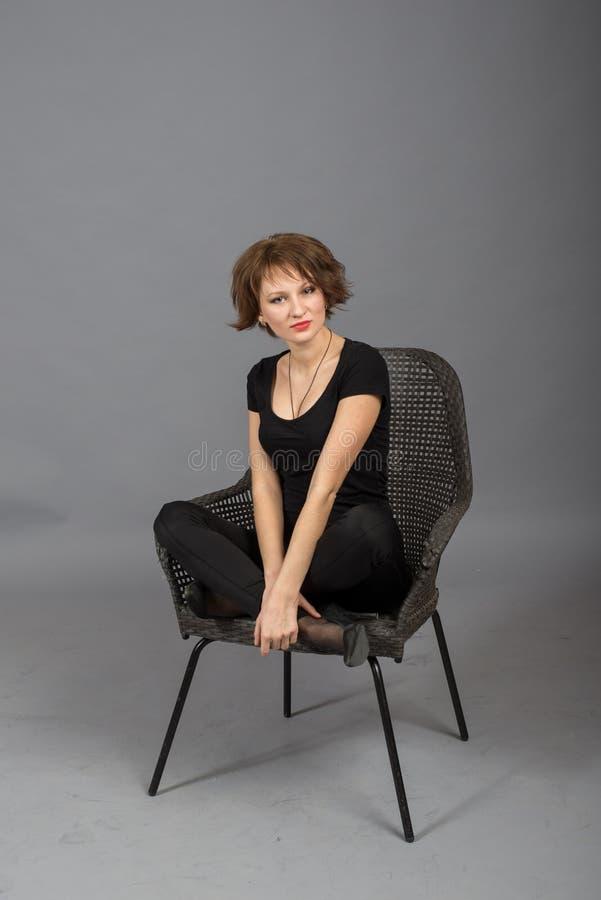 Retrato de uma moça no ar livre fotos de stock royalty free