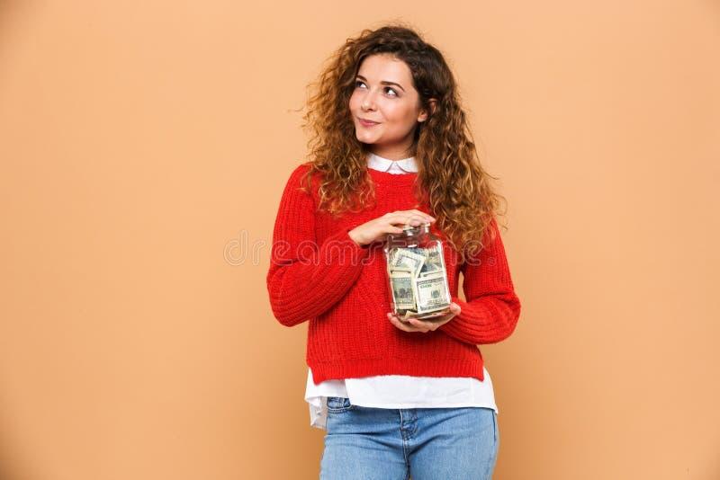 Retrato de uma moça de sorriso que guarda o frasco fotografia de stock