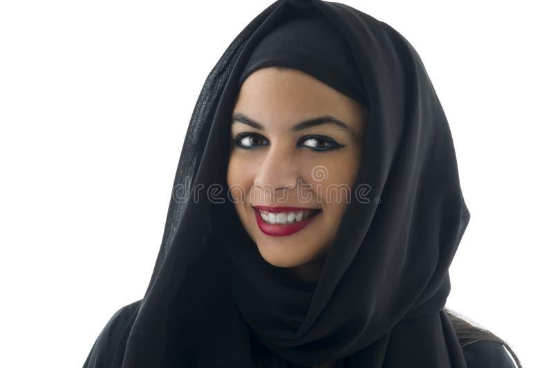 Retrato de uma mulher árabe bonita que veste Hijab, imagem de stock