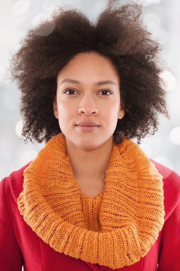 Retrato de uma mulher africana bonita nova imagem de stock royalty free