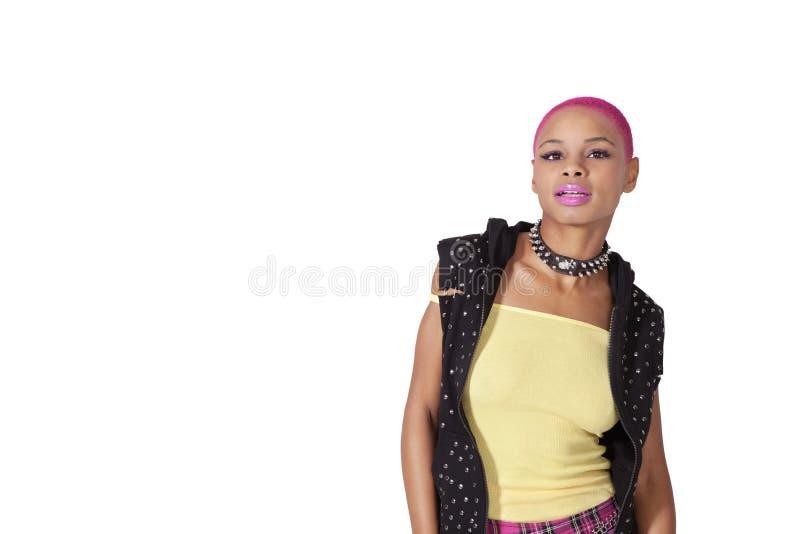 Retrato de uma mulher afro-americano com batom cor-de-rosa sobre o fundo branco imagem de stock