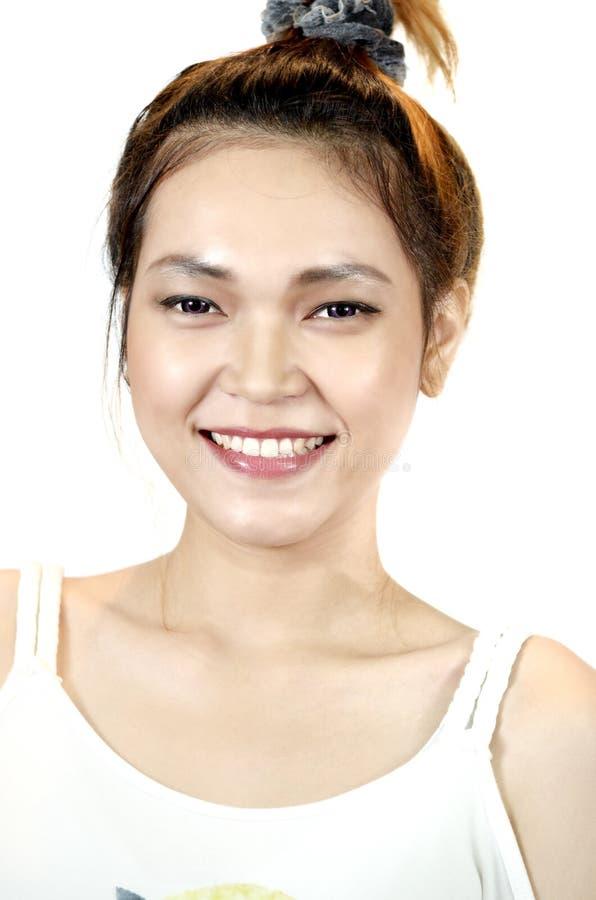Retrato de uma mulher asiática feliz   fotografia de stock royalty free