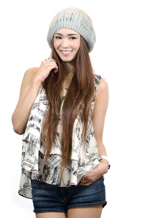 Retrato de uma mulher asiática feliz com branco fotografia de stock royalty free