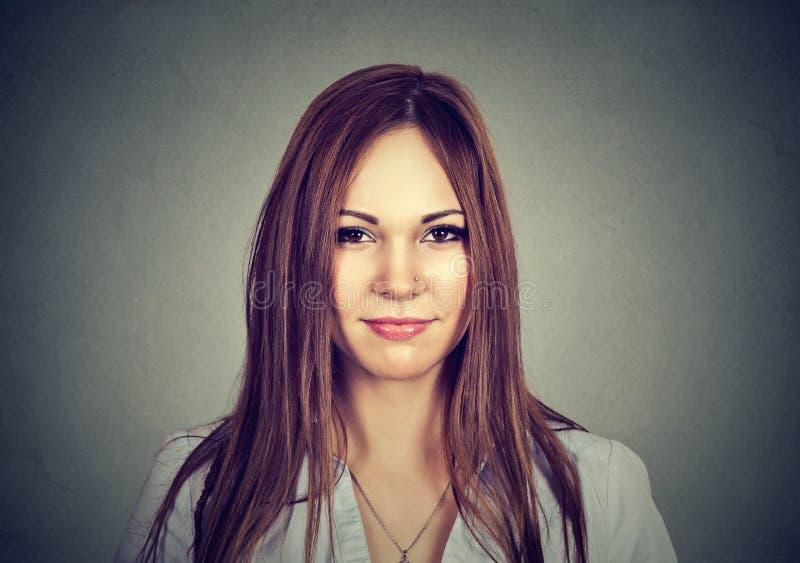 Retrato de uma mulher atrativa imagens de stock royalty free