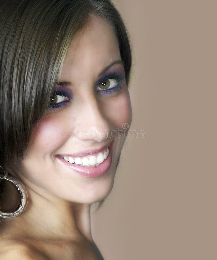 Retrato de uma mulher atrativa nova fotografia de stock royalty free