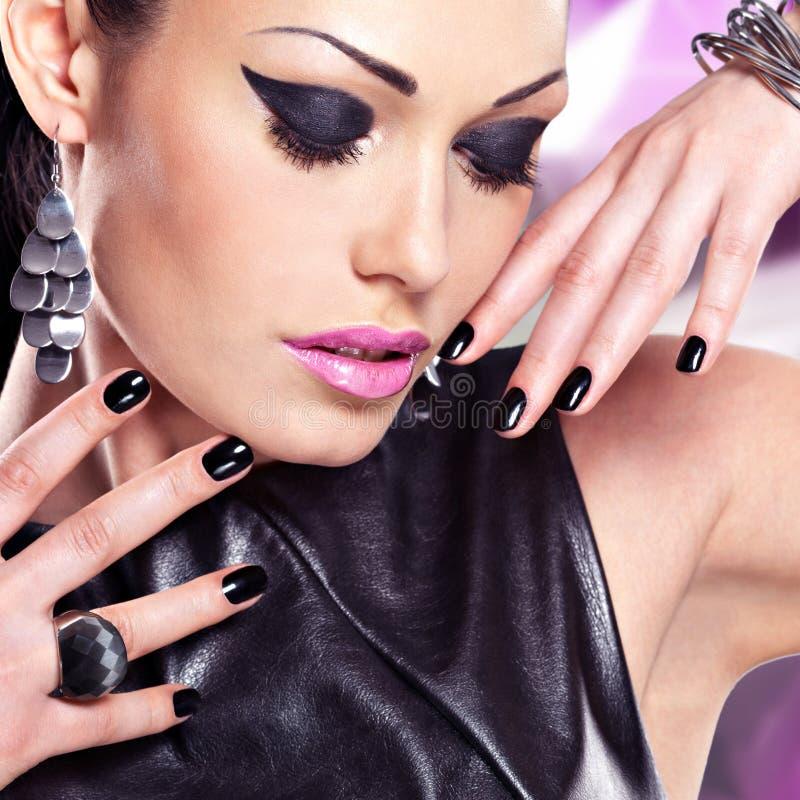 Retrato de uma mulher bonita da forma com composição brilhante fotografia de stock royalty free