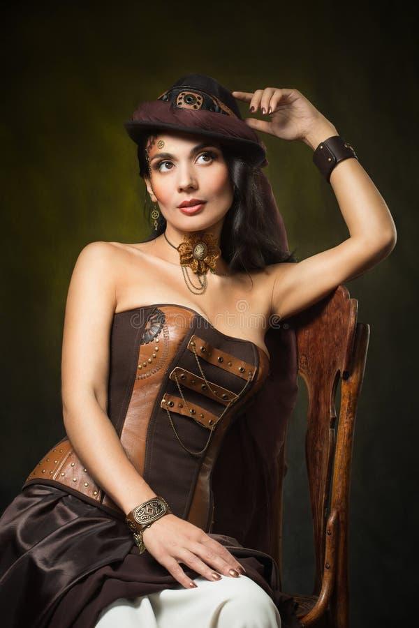 Retrato de uma mulher bonita do steampunk fotografia de stock royalty free