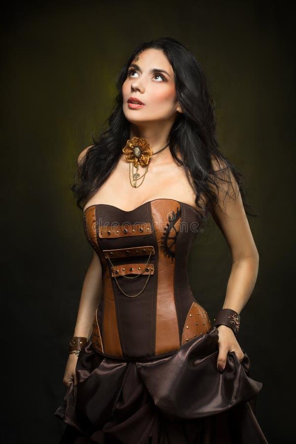 Retrato de uma mulher bonita do steampunk fotos de stock