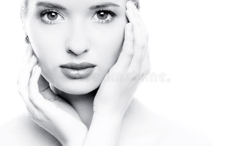Retrato de uma mulher bonita nova imagens de stock royalty free