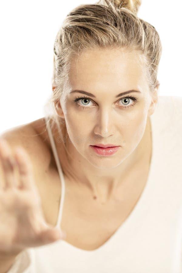 Retrato de uma mulher bonita nova, close-up fotografia de stock