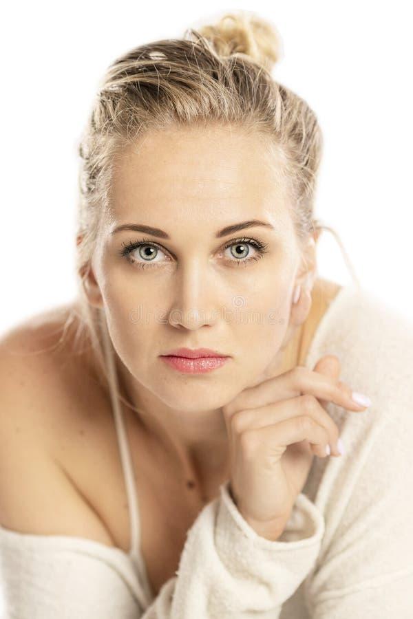 Retrato de uma mulher bonita nova, close-up fotos de stock