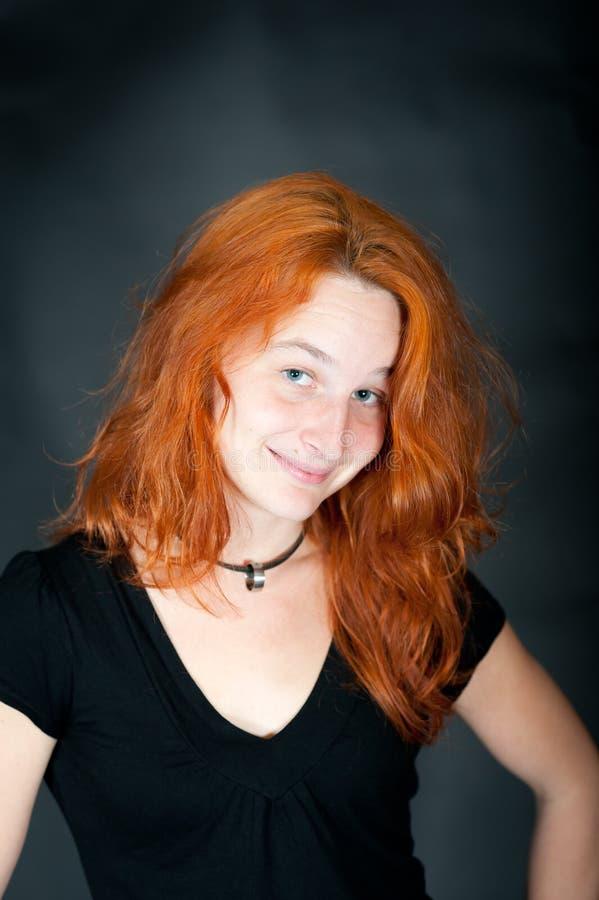 Retrato de uma mulher bonita nova do redhead fotos de stock royalty free