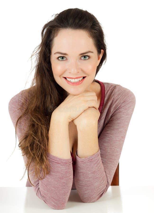Retrato de uma mulher bonito nova feliz imagem de stock royalty free