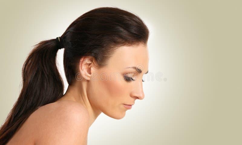 Retrato de uma mulher caucasiano triguenha nova imagem de stock
