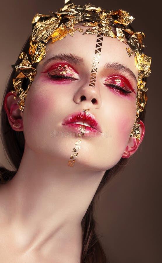 Retrato de uma mulher com composição do ouro imagem de stock royalty free