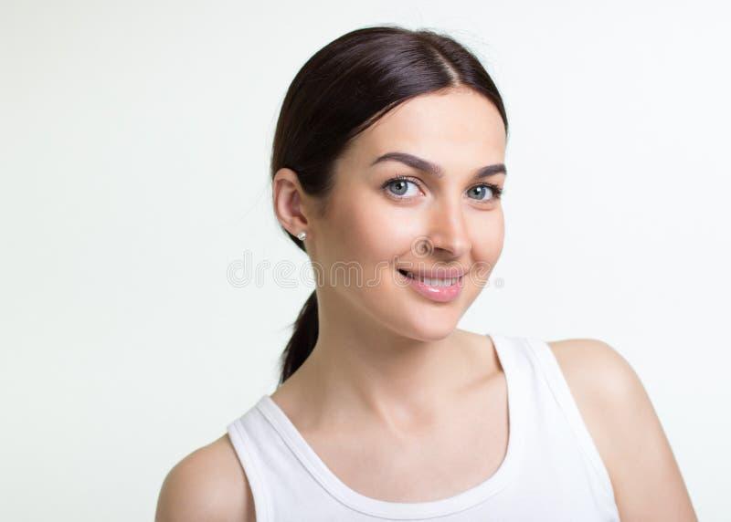 Retrato de uma mulher consideravelmente nova fotografia de stock