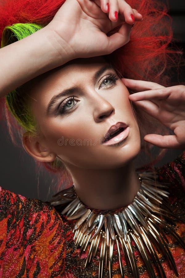 Retrato de uma mulher da beleza foto de stock royalty free